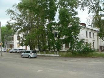 Вид на главный фасад ГДО с перекрестка на улице Ленина
