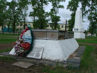 Братская могила на пл.им. Лазо