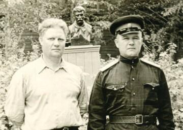 Бюст Сталина в сквере городка НКВД