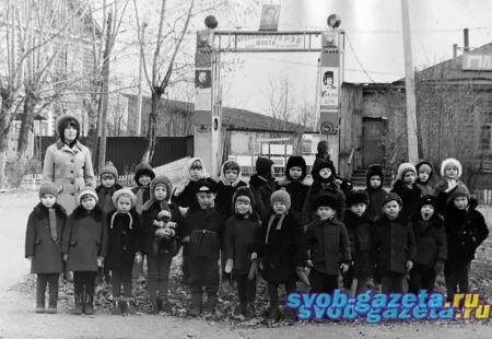 Группа детсадовцев перед РЭБ