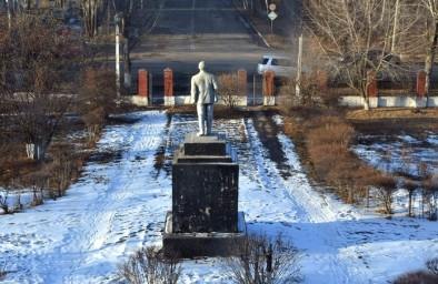 2019-й год - вид из окна бывшего ж/д техникума, памятник Ленину