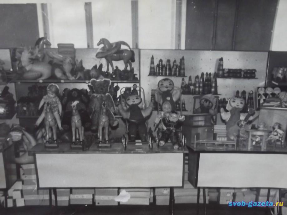 """Игрушки в магазине """"Орлёнок"""""""