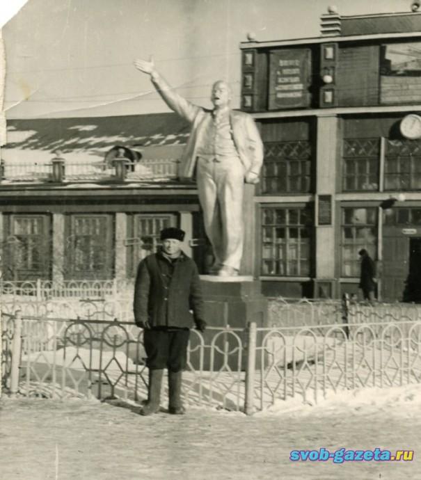 Перед старым ж.д.вокзалом