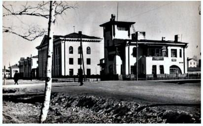 """Здание в стиле """"модерн"""" (справа)"""