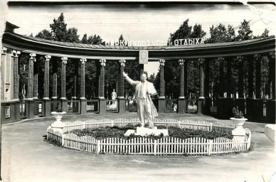 Ленин на входе в ж.д. парк