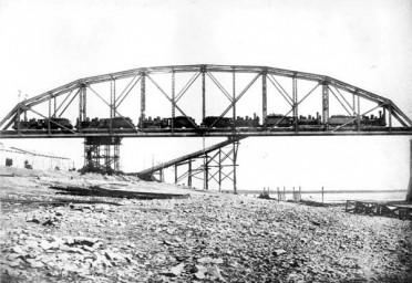 Испытания 1-го пролета моста через реку Зея, 1913 год