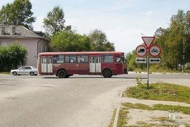 Транспорт: ретро-автобус